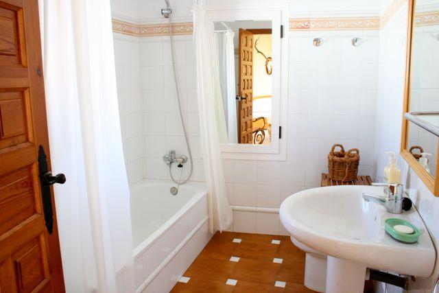 Comodidades en el coto. Cuarto de baño Casa de Francisquillo