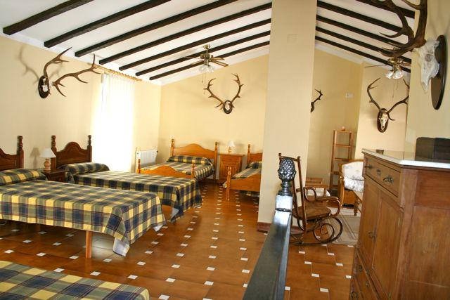 Comodidades en el coto. Dormitorio grupos Casa de Francisquillo