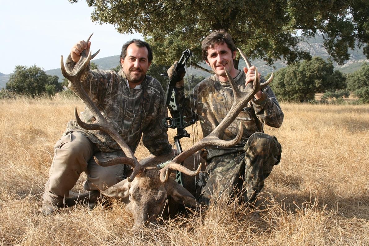 Oferta de caza con arco. Arqueros